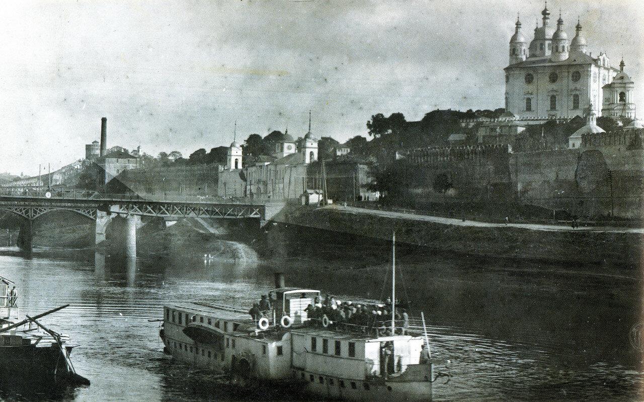 Мосты, надвратная Одигитриевская церковь и Соборная гора
