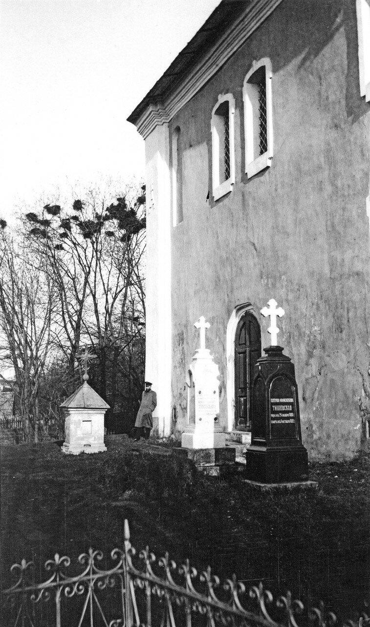 Кладбище у церкви Иоанна Богослова. 1908