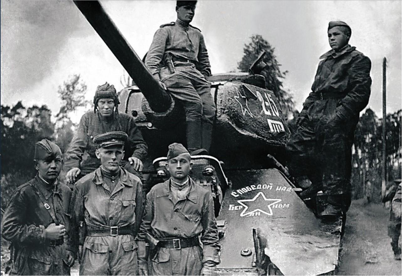 Экипаж танка 2-го танкового батальона. 63-я гвардейская Челябинская танковая бригада
