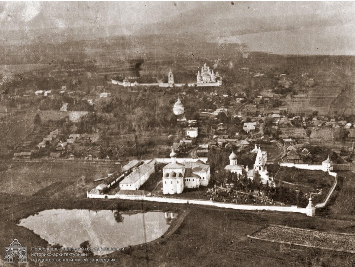 Вид Даниловского и Горицкого монастырей с воздуха