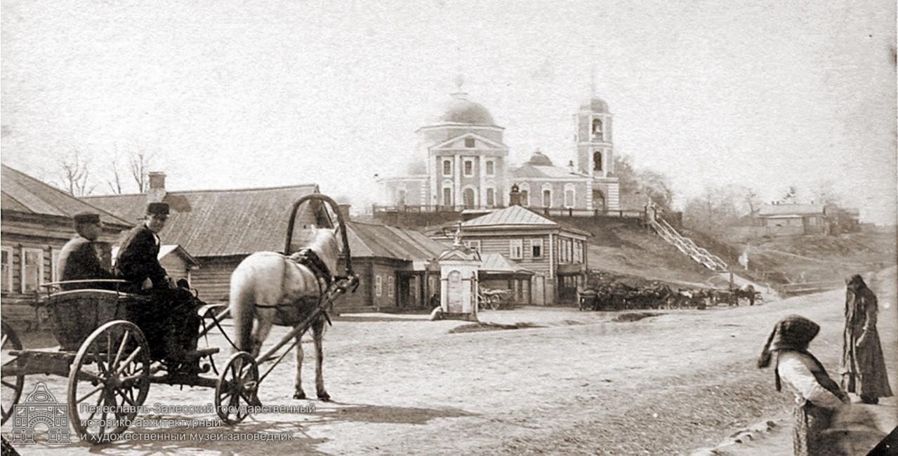 Сретинская церковь, поворот на Данилов монастырь