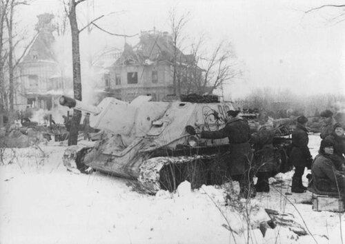 Советская САУ СУ-122 в р-не Красного Села. 20 января 1944 года.