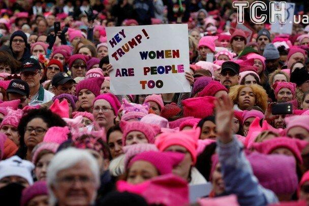 Розовые шапочки как символ протеста в США против Трампа 1.jpg