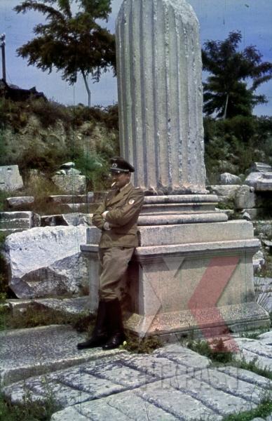 stock-photo-greece-1943-wehrtmacht-krim-shield-tropical--summer-tunic-uniform-iron-cross-ribbon-bar-pab-12317.jpg