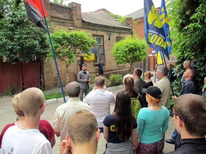 В Полтаве свободовцы открыли мемориальную доску Михновскому