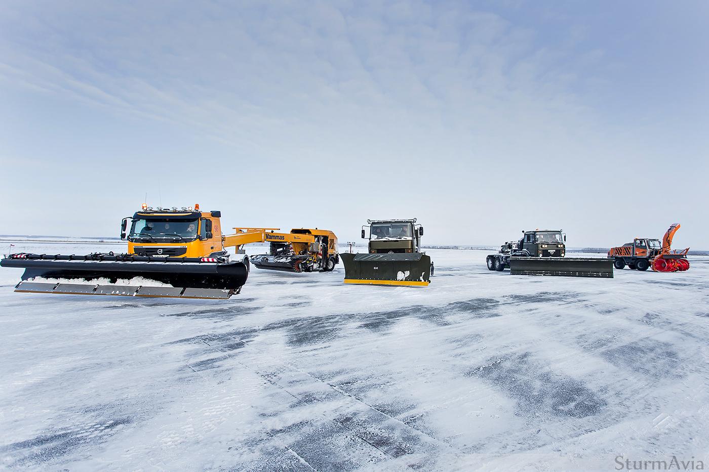 Показательные выступления аэродромной снегоуборочной техники. Аэропрт Челябинска!