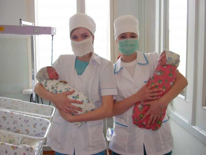 5 мая Международный день акушерки. Акушерки с малышами