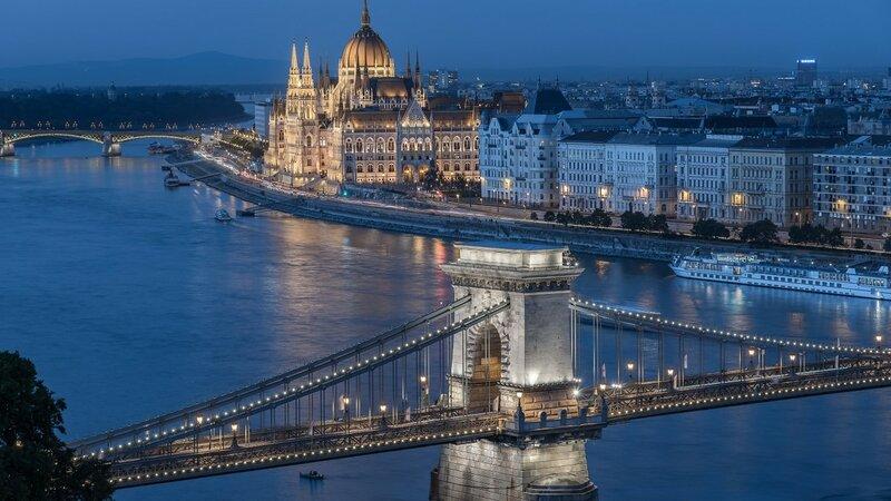 budapest-hungary-chain-bridge.jpg