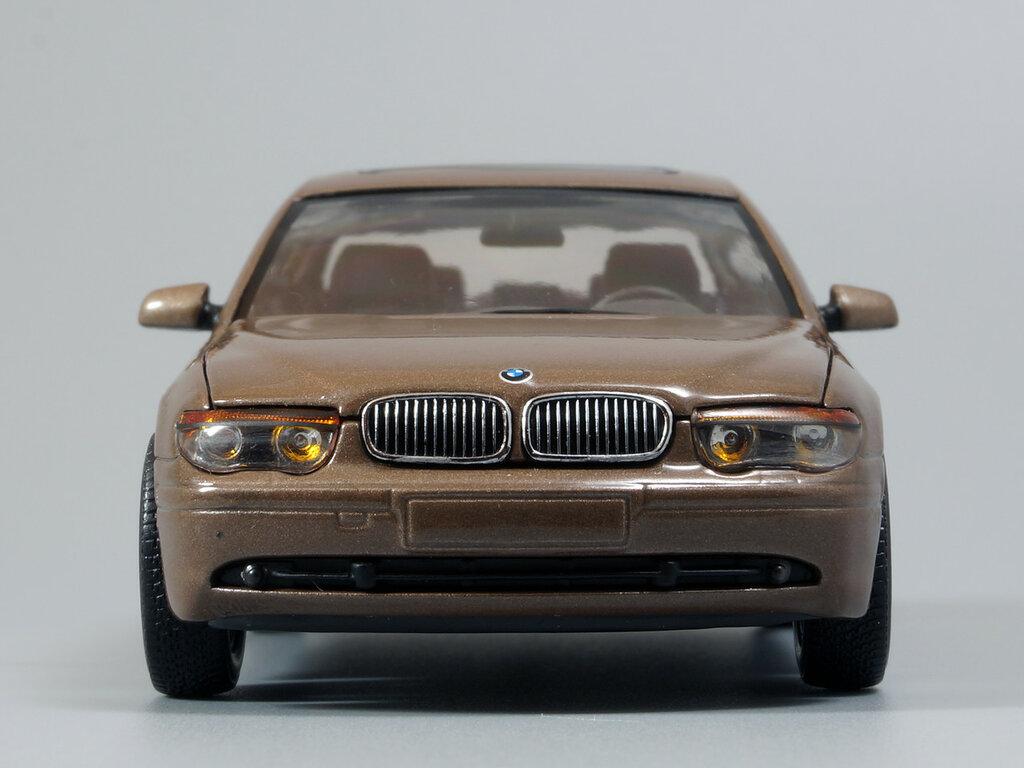 BMW_7er_E65_01.jpg