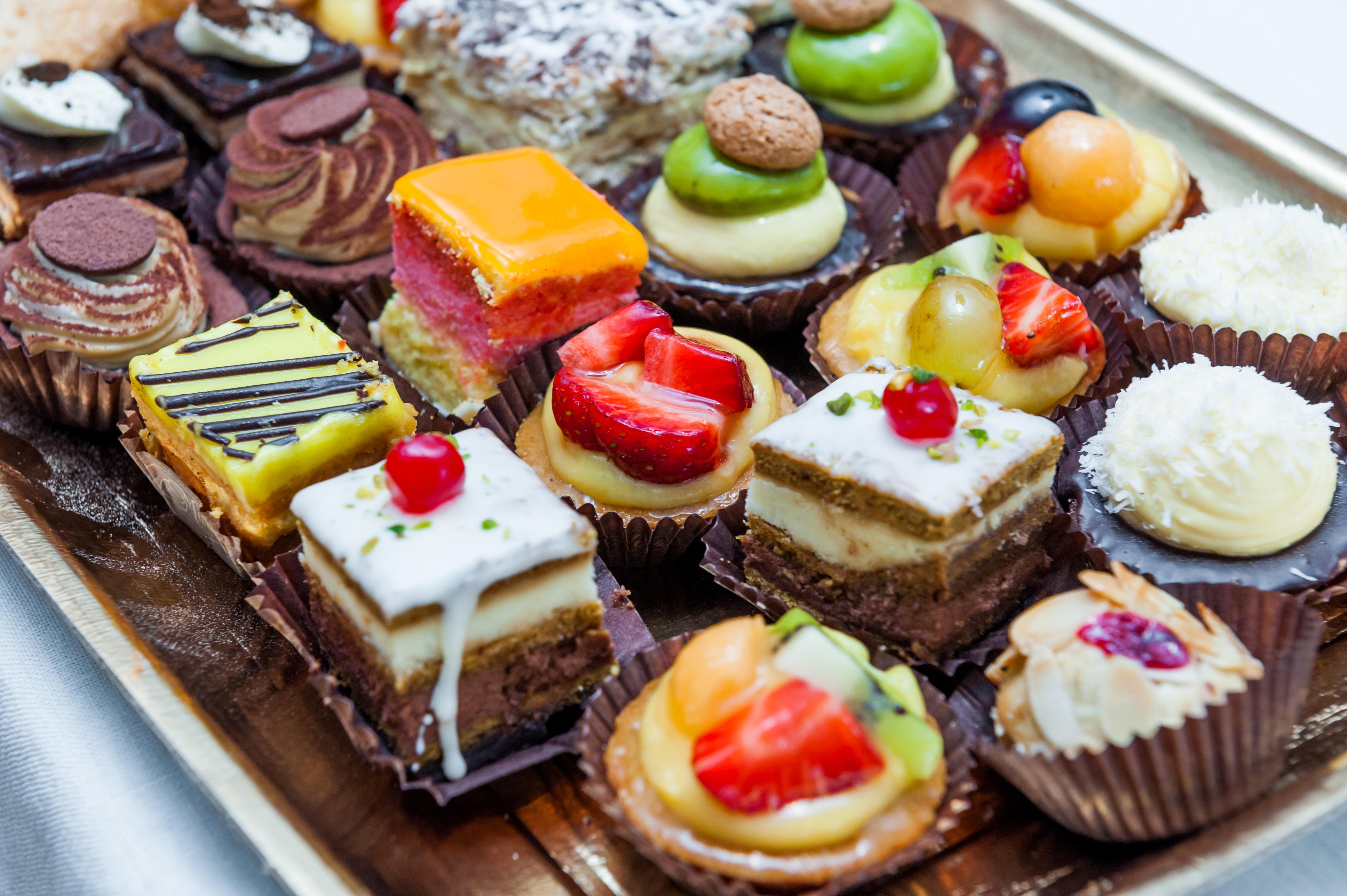 Сладкие десерты являются неотъемлемым элементом любого праздничного стола. Они не только придают чув