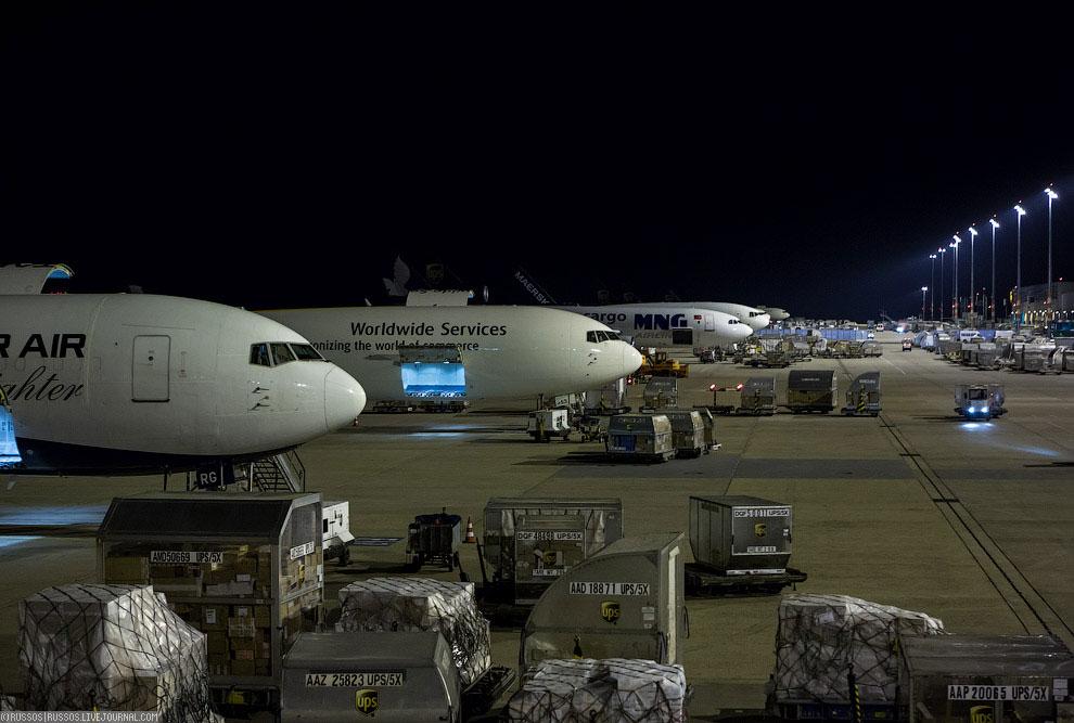 Грузовая кабина Boeing 747-400F: