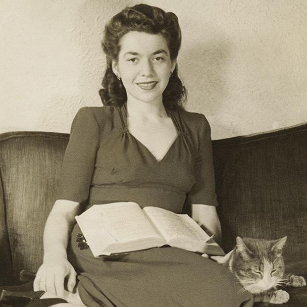 Мама и ее кошка, 1944.