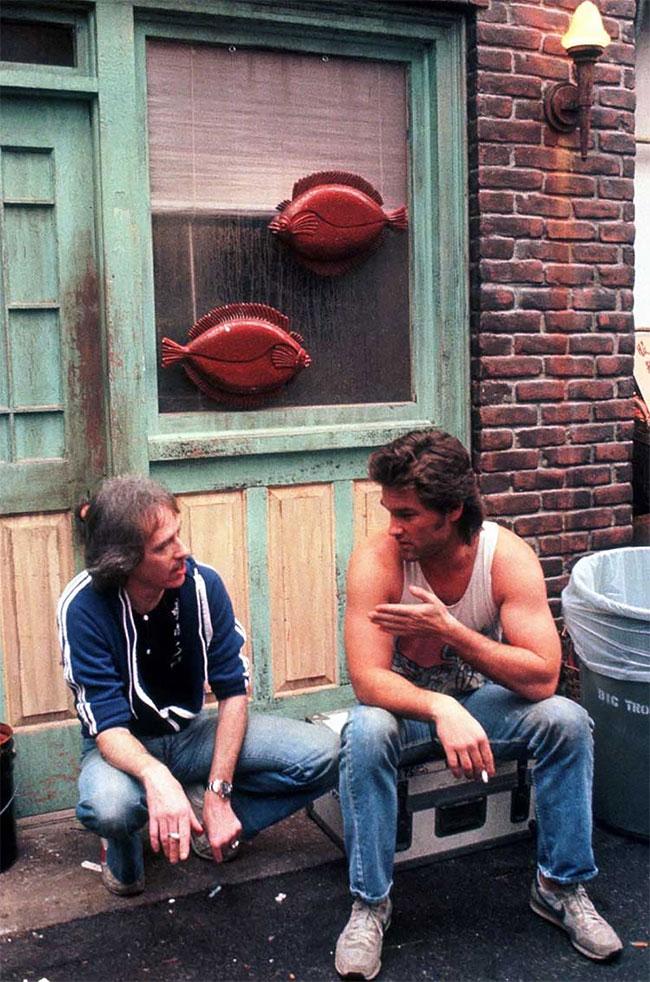 Джон Карпентер и Курт Рассел на съемках фильма «Большой переполох в маленьком Китае».