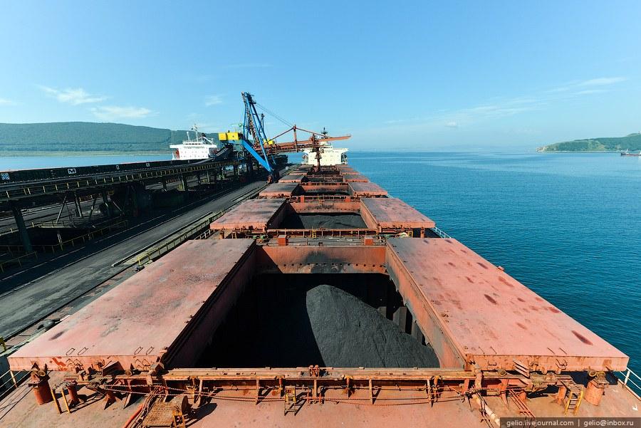 К причалам могут швартоваться суда грузоподъемностью до 150 тысяч тонн с разрешенной осадкой до