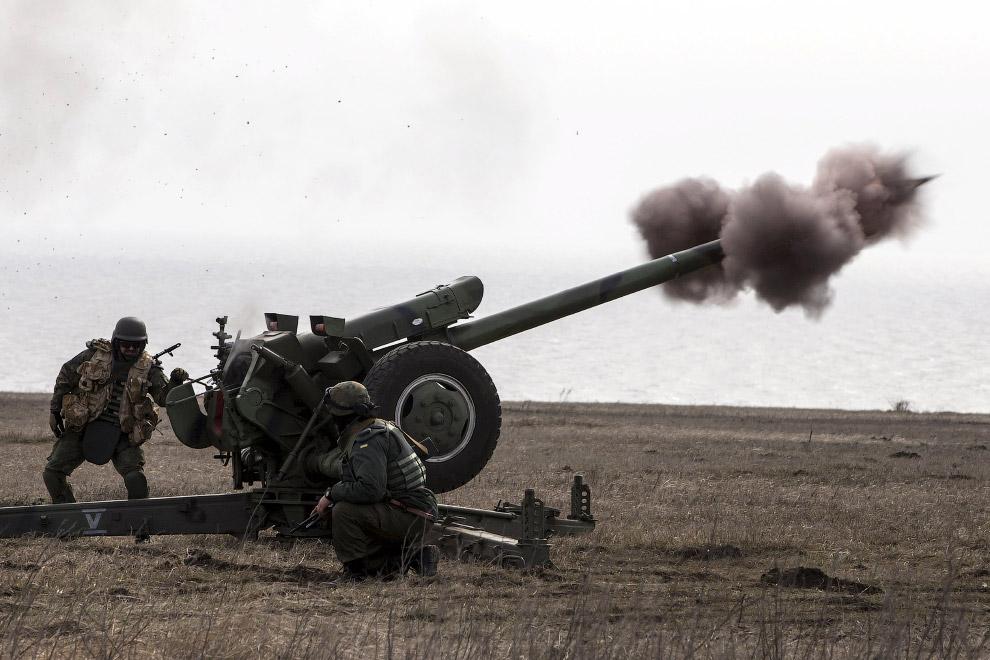 27. Ополченец возле Дебальцево, Украина. (Фото Vadim Ghirda | AP):