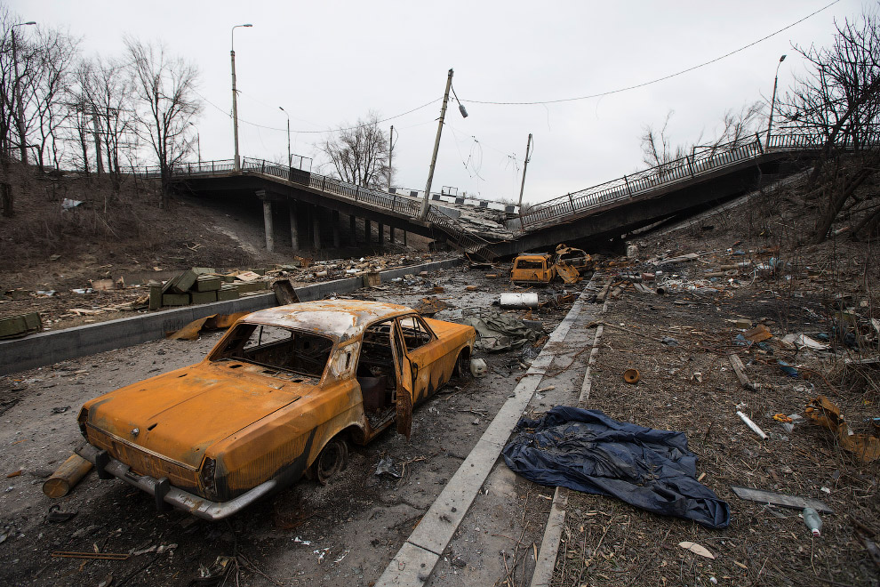 31. Гробы. (Фото Oleksandr Klymenko | Reuters):