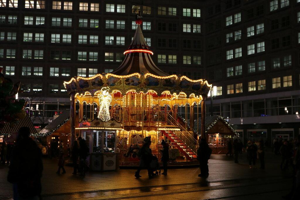 Карусель на ярмарке в Берлине