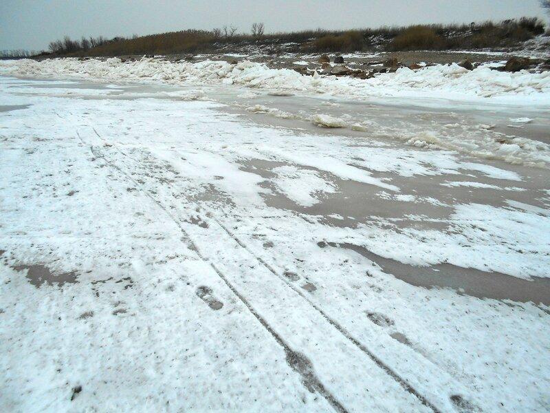 На льду, у берега ... DSCN1104.JPG