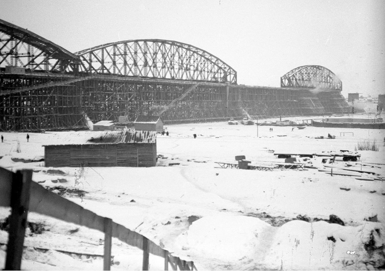 Возведение аркады моста. Нижние Вязовые