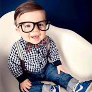 малыш в очках