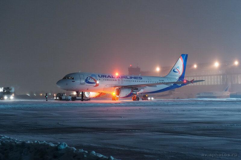 Airbus A320-214 (VQ-BRE) Уральские Авиалинии 054 D706616a