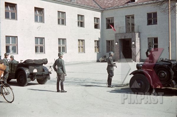 stock-photo-4th-mountain-division-enzian-gebirgsartillerieregiment-94-eugen-kaserne-lohengrin-kaserne-innsbruck-1940-12302.jpg