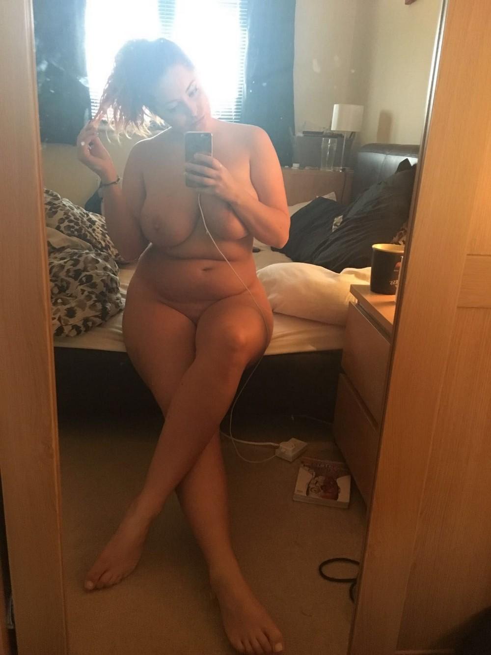 Приватные фото Люси Коллетт попали в сеть
