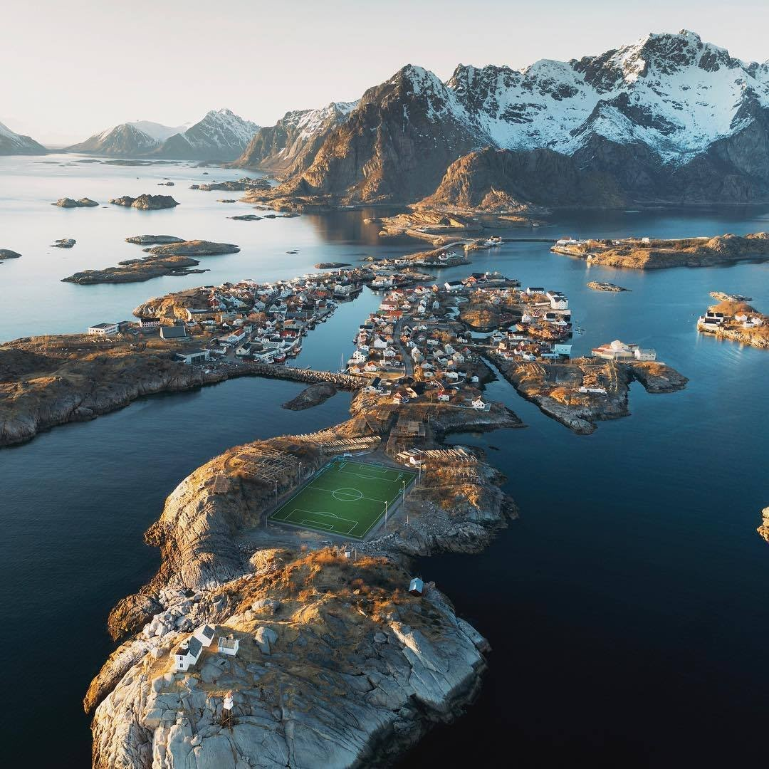 Футбольное поле в рыбацкой деревне