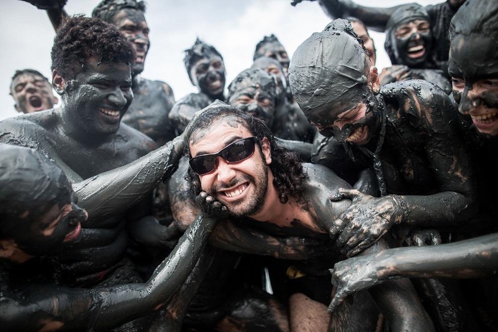 «Грязный» карнавал в бразильском Парати