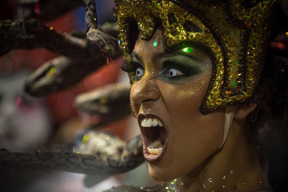 11. Школы самбы в Рио-де-Жанейро готовятся к этому событию основательно: изготавливают декораци