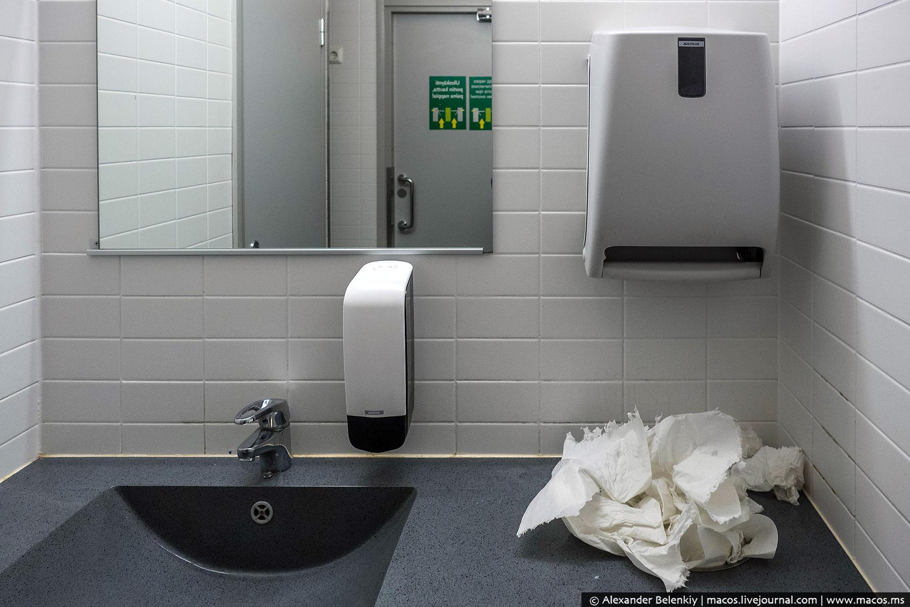 Несмотря на высокую цену за вход, туалет оказался не особо и чистым.