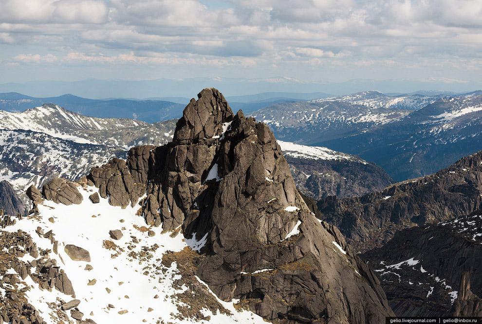 9. Увидеть профиль птицы можно лишь находясь почти на самой вершине, у основания этой скалы.