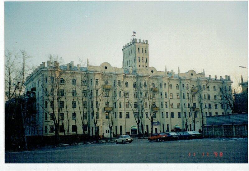 1998 Дом с башенкой у станции2.jpg