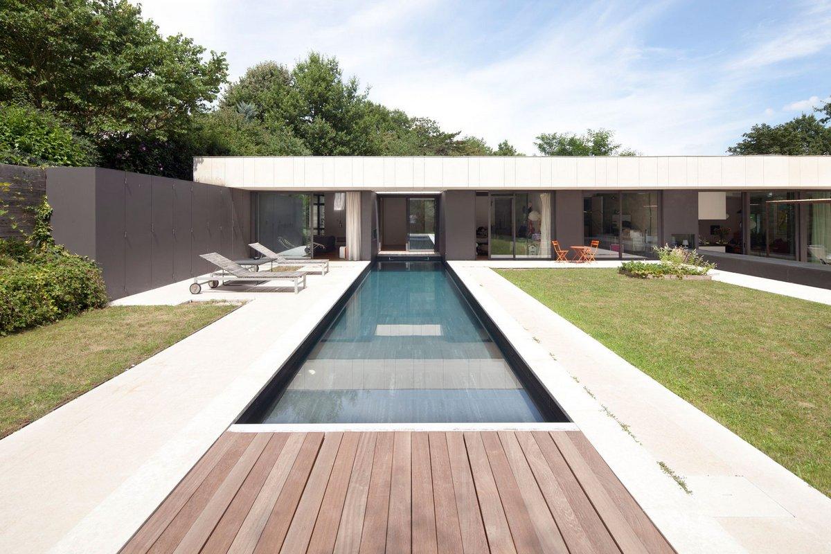 особняк с бассейном во франции