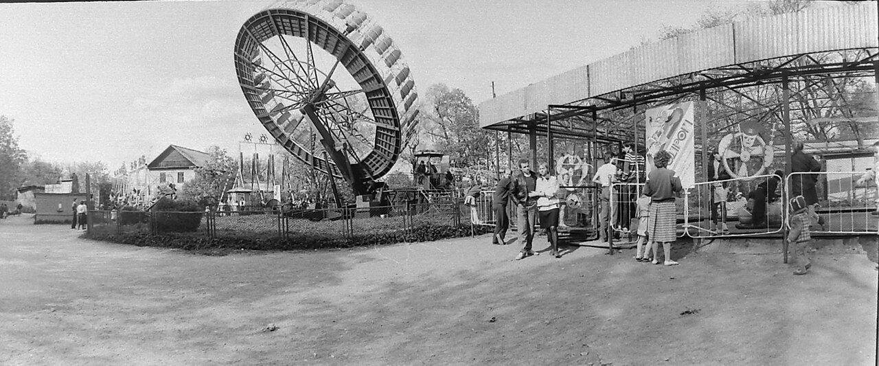 1989. Аттракционы в Гатчинском парке