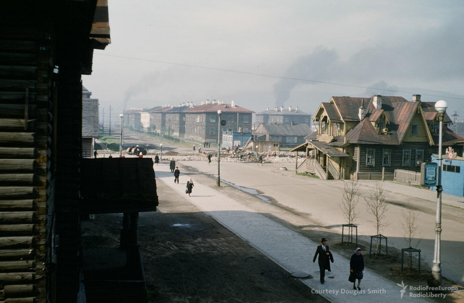 Мурманск. Вид на юго-западную часть Ленинградской улицы с места, где сегодня стоит гостиница «Азимут»