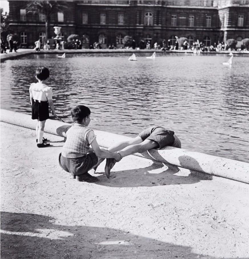 1950. Люксембургский сад. Школьники