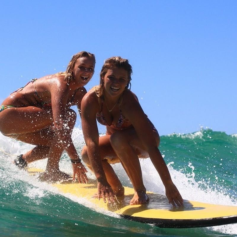 Сестры-серферы из Австралии покорили сеть снимками в бикини