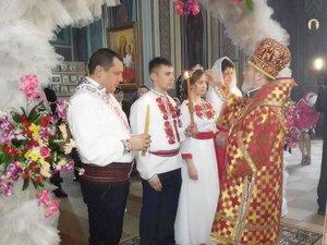 Preasfințitul Marchel a cununat pe tinerii Ioan și Liudmila