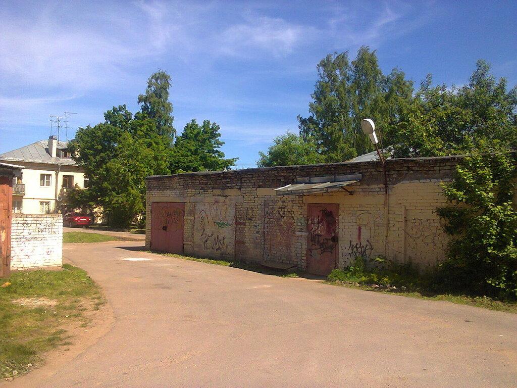Освещение территории внутриквартальных гаражей в Старом Петергофе.