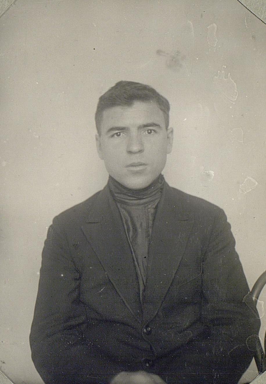 Студент Коммунистического университета трудящихся Востока (Москва). Эрзя