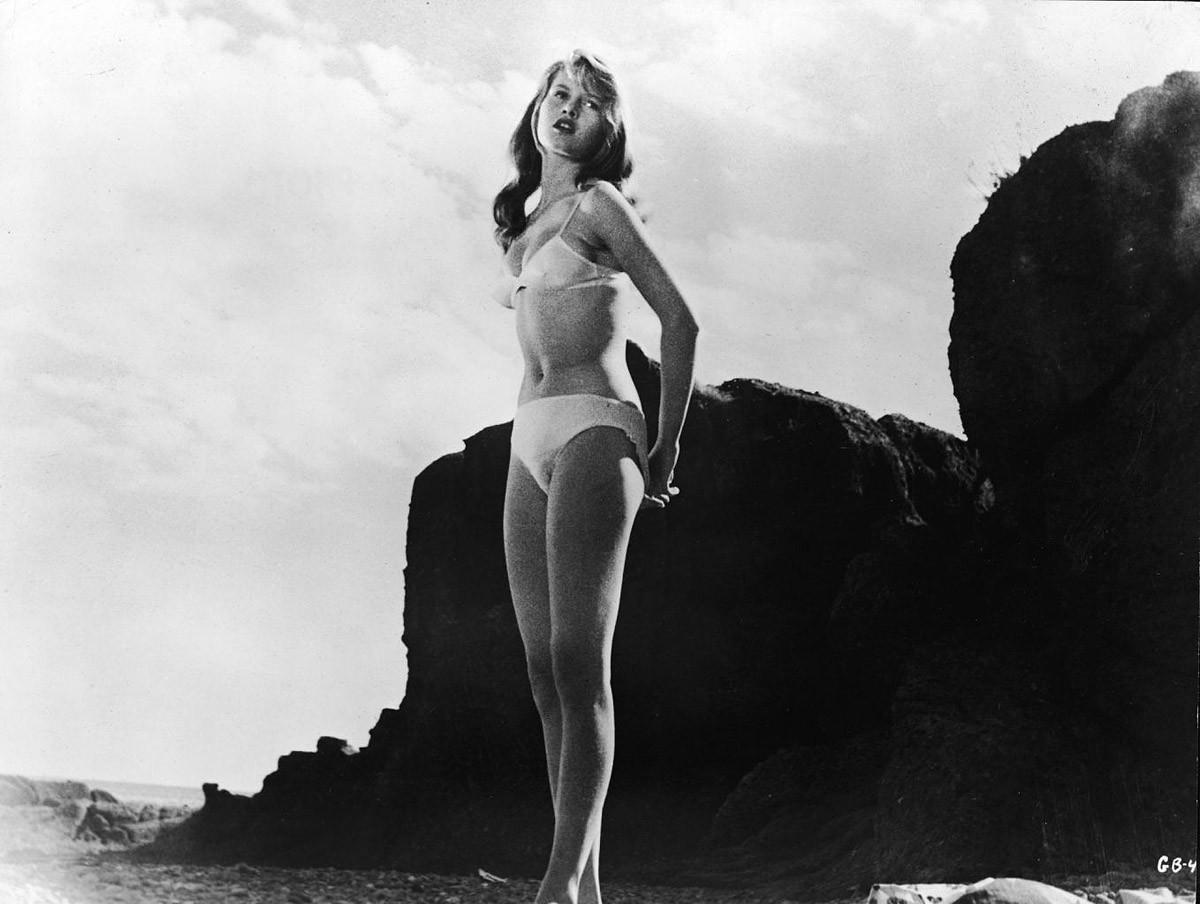 1. Бриджит Бардо. 1952 год. Кадр из фильма «Манина, девушка в бикини»