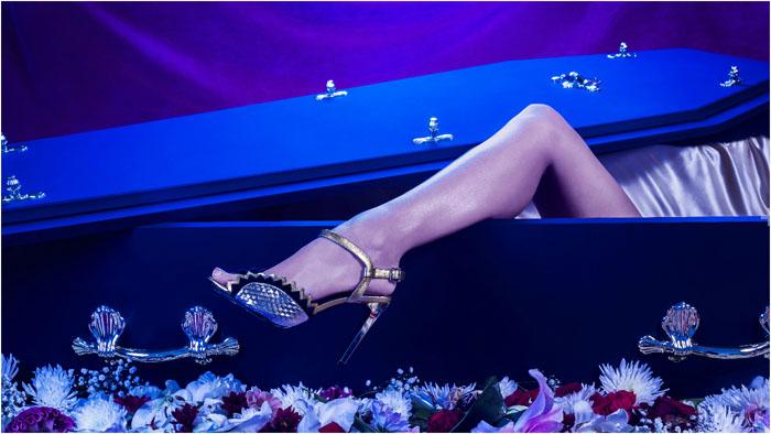 52% опрошенных женщин пожелали выглядеть в гробу стильно. Более того, компания предлагает нес