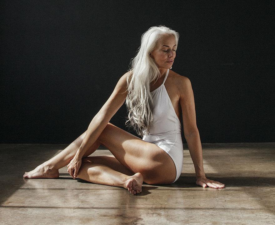 61-летняя Ясмина Росси снялась для рекламы купальников (7 фото) 18+