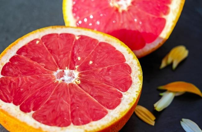 © pixabay.com  Энергетическая ценность (100г): 42ккал Грейпфрут содержит особое вещество— н