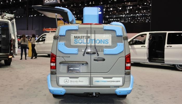 Mercedes-Benz Мetris: вид сзади. Что касается