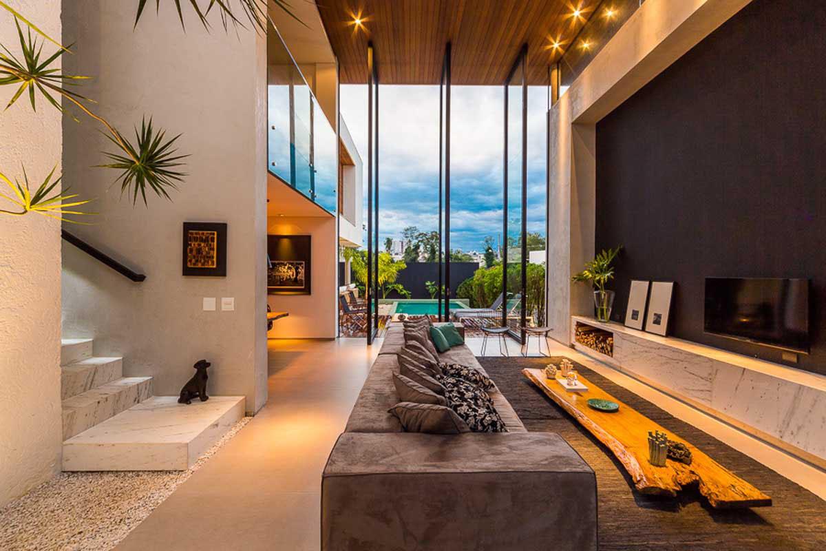 Интерьер богатого дома в Бразилии.
