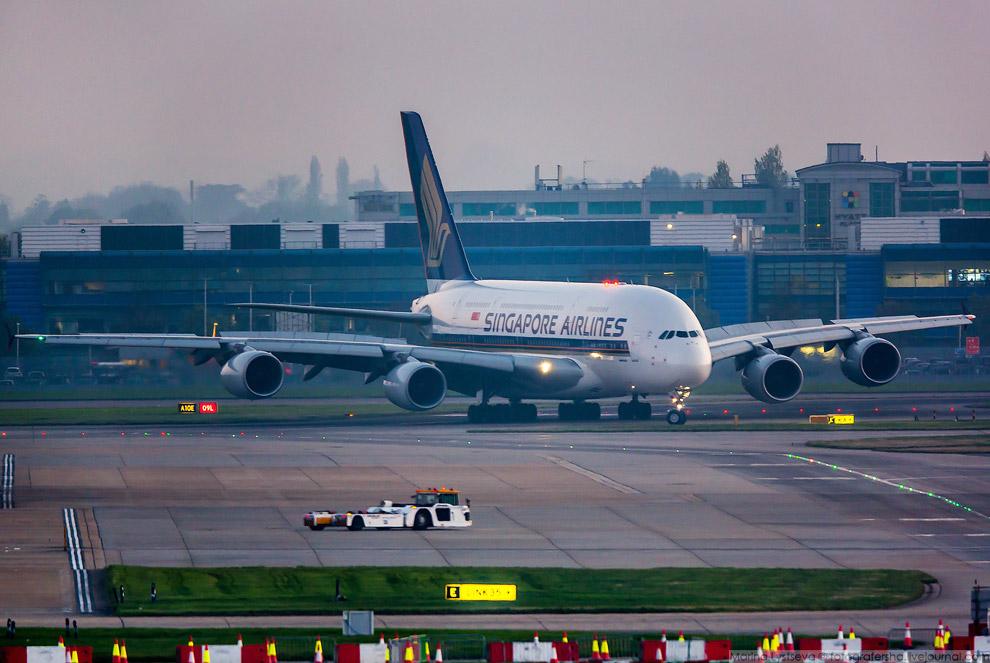 3. «Сингапурские авиалинии» стали первым заказчиком А380 и в октябре исполнится уже десять лет