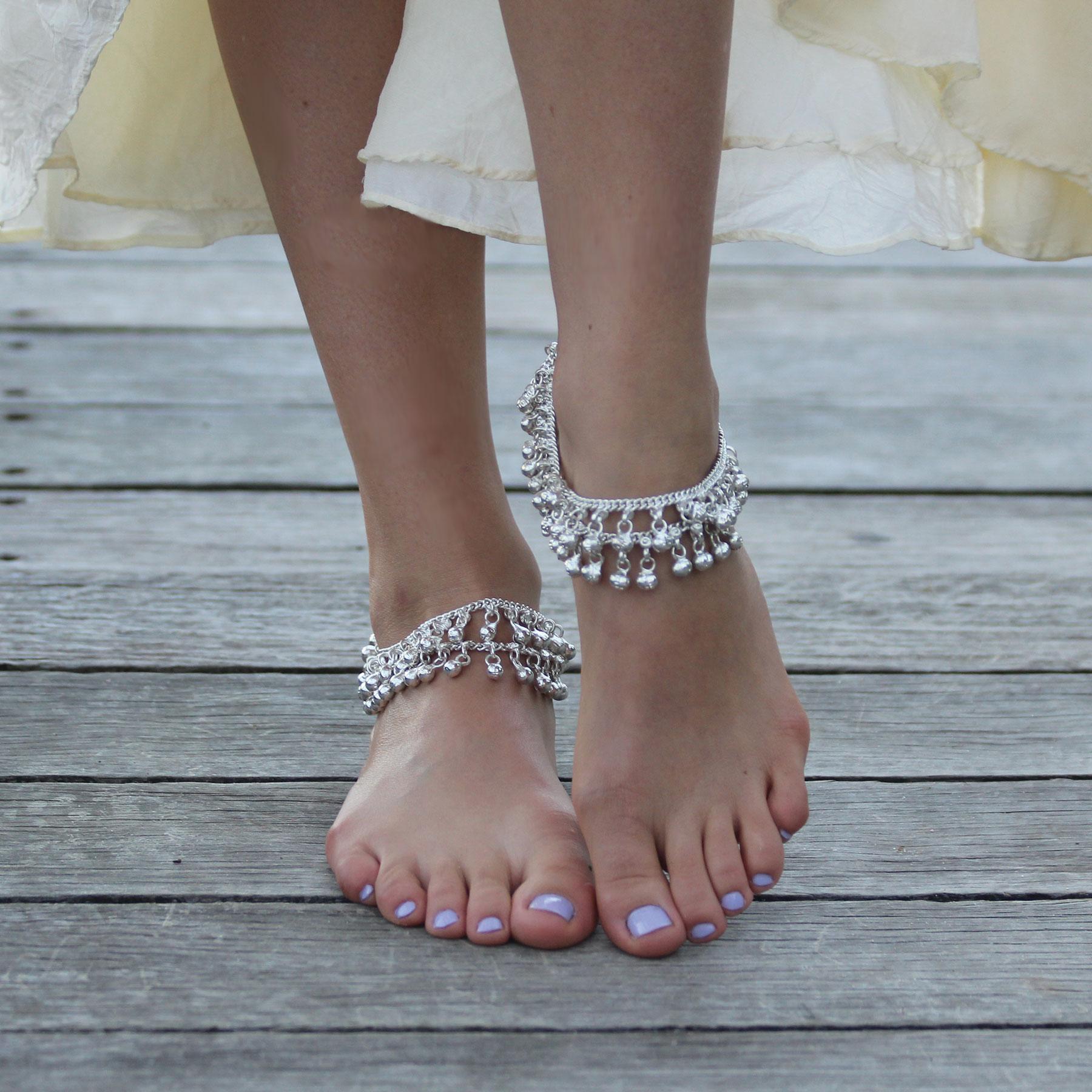 Для тех, кто обычно, носит обувь с закрытым носом, также найдутся модели браслетов и барефутов для н