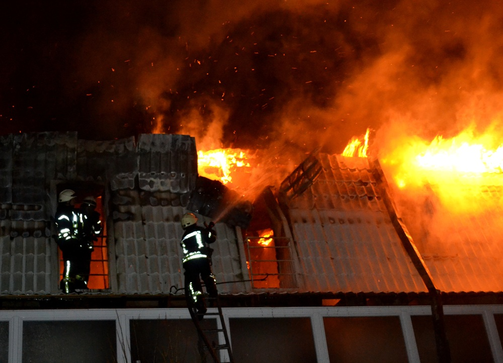 Масштабный пожар вОдессе: огонь уничтожил квартиры вновострое